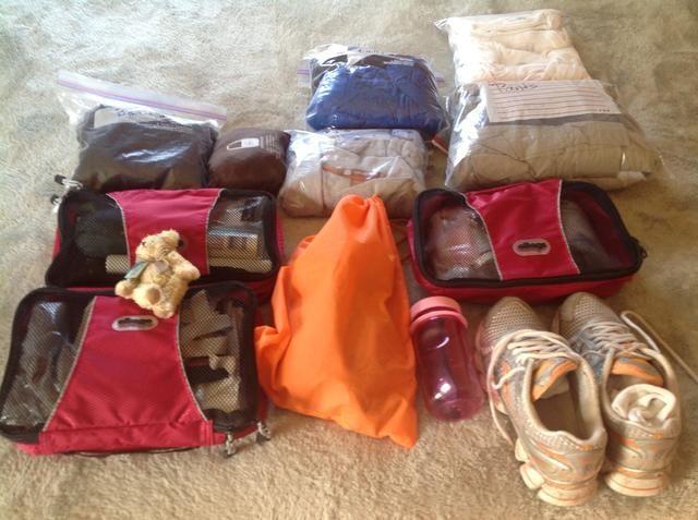 Una vez que haya todo organizado en bolsas pequeñas o envases que cubos're ready to pack your carry-on.