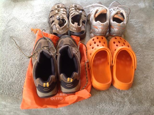 Usaré mis zapatos pesados y voy a empacar al menos un cambio de zapatos. Si te vas a quedar atrás favor empacar un par de cocodrilos.