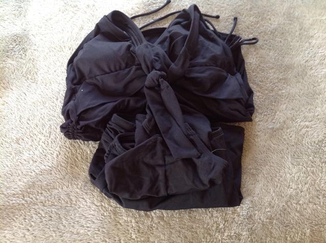 Traje de baño debe ser algo que cubre su cuerpo. Si usted trae un plan bikini para llevar una camiseta del mismo.