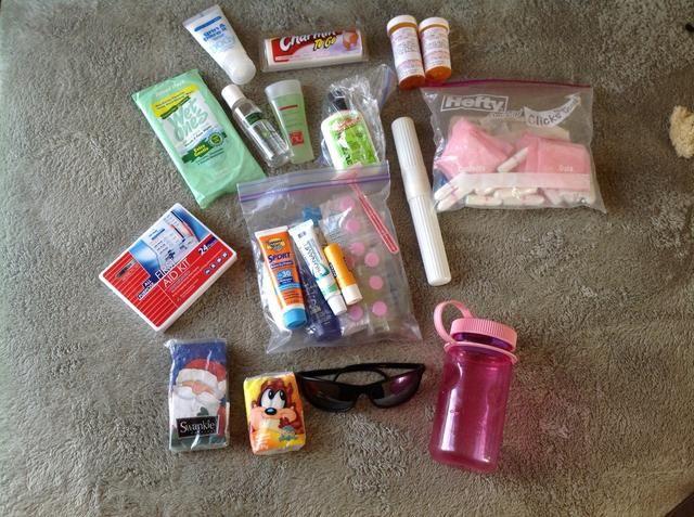 Artículos de tocador ... bloqueador solar, crema dental, cepillo de dientes, líquidos Chapstick ... Paquete y geles en una bolsa Ziploc cuarto. Señoras, don't forget to bring your feminine hygiene products.
