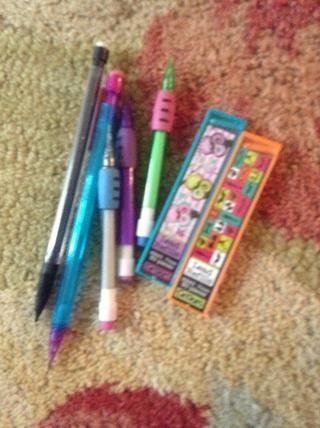 Añadí lápices y plomo.