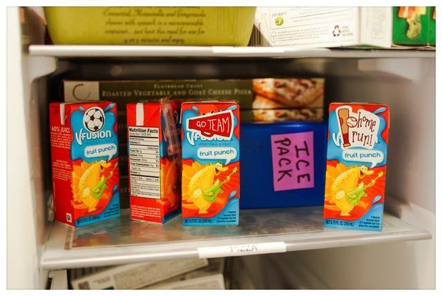 ¡Hecho de la diversión! Cajas de zumo congeladas también se pueden utilizar como las bolsas de congelación. Congele cajas de jugo durante la noche y usar como las bolsas de congelación. Por la hora del almuerzo, el jugo debe ser descongelado y listo para beber.