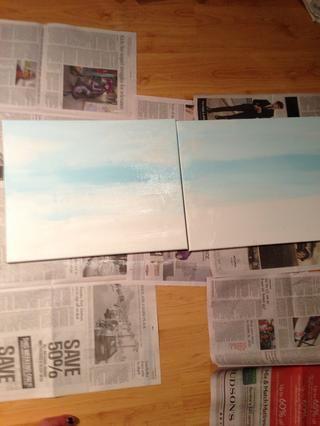Empecé con el blanco, entonces añadí un azul cielo claro.