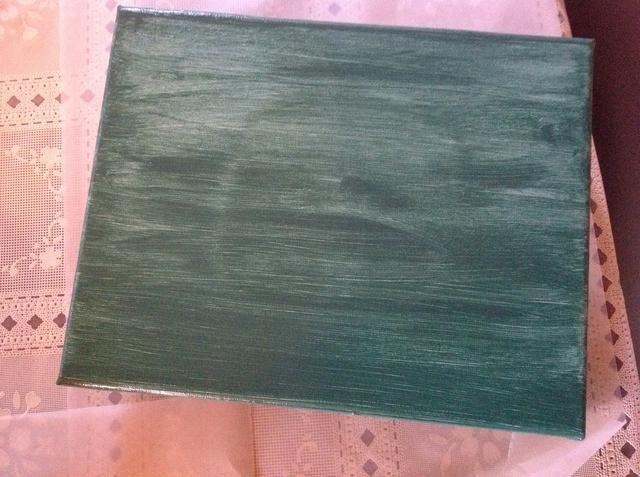 Cuando la espalda está seca, la vuelta y pintar el frente. Usando incluso acaricia, pintando en una dirección. Esta es tu primera capa.