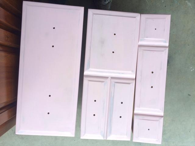 Se utiliza un rodillo para aplicar capas delgadas de pintura.