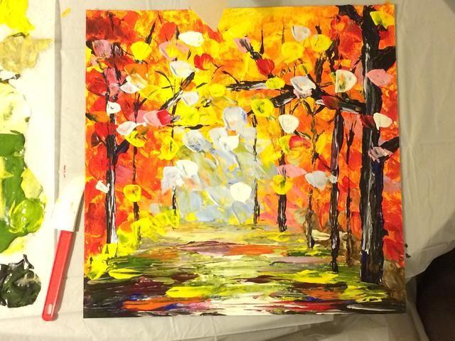 Una vez que los árboles están completos. Coloque más toques de amarillo, rojo, naranja, rosa y blanco en la parte superior.