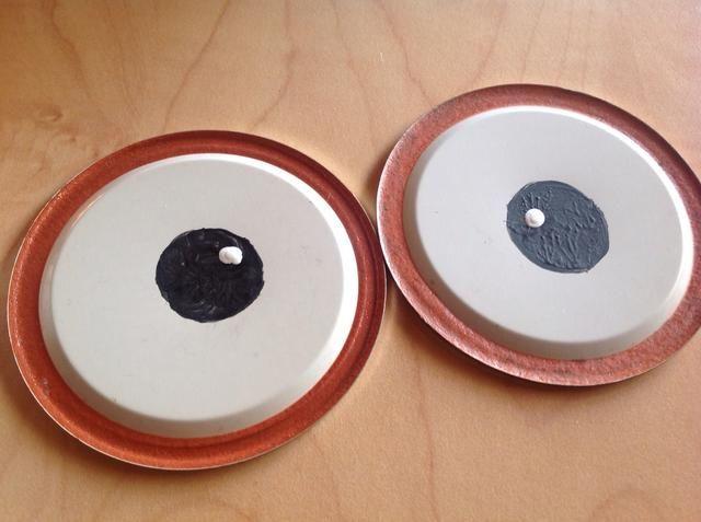 Añadir un globo ocular culminante blanco, dejar secar.