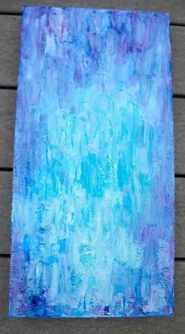 Quería ver el pincel acaricia así que seguí añadiendo color y yeso con un cepillo hasta que me gustó el resultado. Me quedé con el azul medio y blanco. Deja que se seque por completo. Aquí está el fondo acabado.