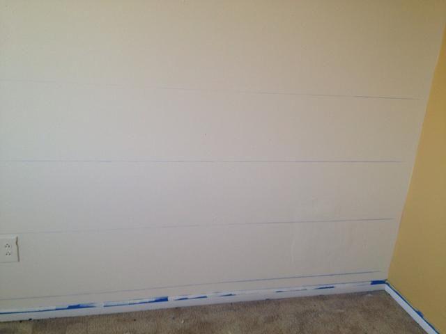 Conecte cada línea de lápiz usando la cadena de tiza. Pídale a alguien que utilice un nivel para asegurarse de que la línea es recta.