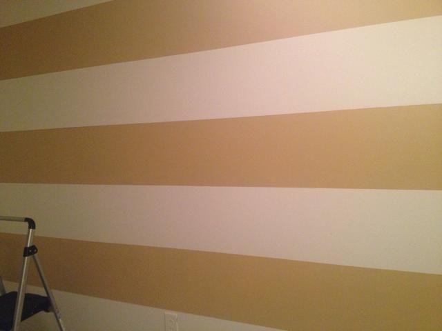 Cuando la pintura es de mal gusto, retire la cinta de rana. Luego esperar a que la pintura se seque por completo.