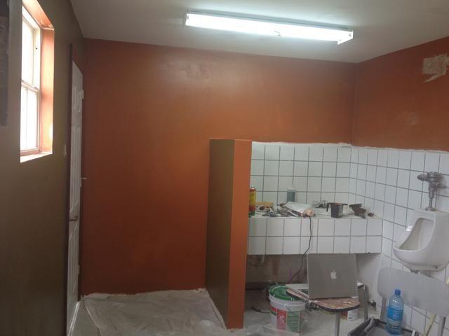 Ok, la primera capa se hace. Deje secar y repita según sea necesario hasta que la pared es un sólido, incluso el color. Por lo general, de 2 a 3 capas en función del color, si se ha utilizado imprimación primero y si el drywall es nuevo o viejo.