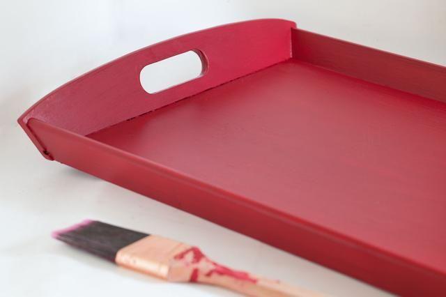 Aplicar 2 o más capas ligeras de pintura hasta que la superficie está cubierta de manera uniforme. Que cada capa seca antes de aplicar la siguiente.