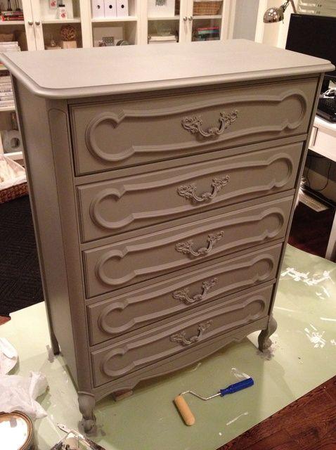 Cómo pintar un viejo aparador