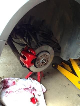 Aquí ves que'm working on the rear caliper as well.
