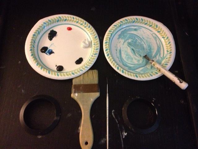 Mezcle el líquido blanco con un toque de azul de Prusia y Phalo Verde.
