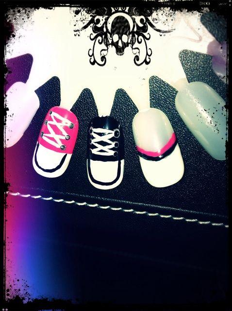 Fotografía - Cómo pintar las uñas Converse