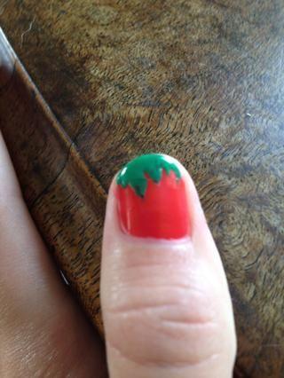 Luego, con una horquilla, deslice el dedo hacia abajo verde para hacer un tallo
