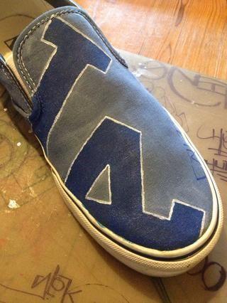Añadido contorno blanco de zapato izquierdo. Adición de pequeños detalles le da un mejor aspecto