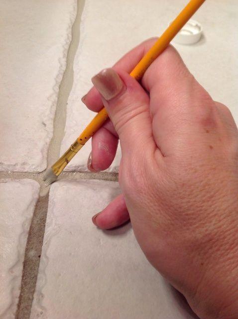 Fotografía - Cómo pintar Dirty Grout o cambiar el color de la lechada