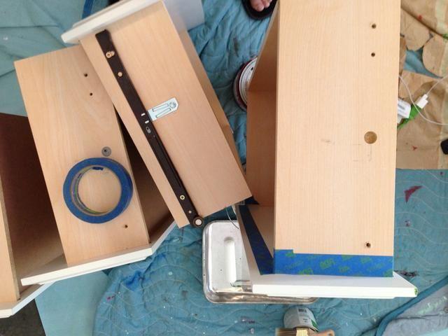 Es posible que desee quitar el hardware de cajón, para que pueda efectivamente cinta.