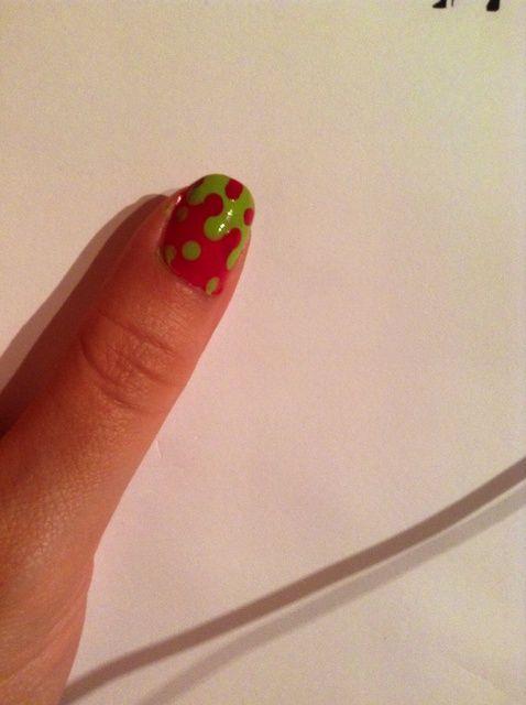 Cómo pintar las uñas goteo-Dot