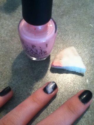 A continuación, añadir color rosa en la esponja, y aplíquelo en el amarillo (asegúrese de que el color amarillo muestra todavía!)