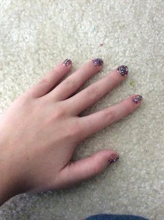 Tome esmalte de uñas transparente y pintar sobre purpurina. Déjalo secar. Tada! ??????