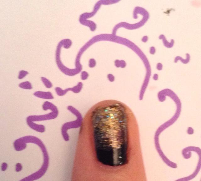 Por mi meñique Acabo pinté un poco de brillo pulido de oro en el negro y su DONEEE !!!!