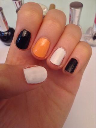Primero pintar las uñas con los diferentes colores sólidos :) (no necesariamente en este orden) Ahora voy a explicar cómo hacer cada uno diferente de uñas de Halloween ...
