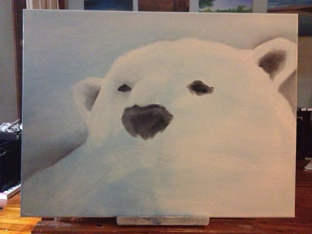 Con un poco de blanco de titanio, comenzará a delinear el oso's head and the bridge of his nose.