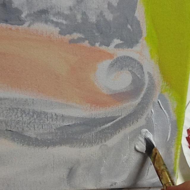 Entonces, mientras que el gris es todavía húmeda, la pintura blanca sobre la barba, el bigote, la banda de la tapa, y la bola de hojaldre presionando el cepillo hacia abajo de tal manera como para añadir textura.