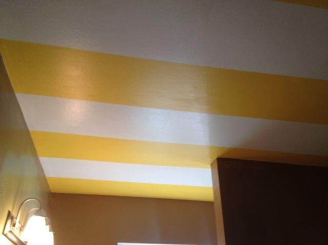 Cómo pintar rayas en el techo