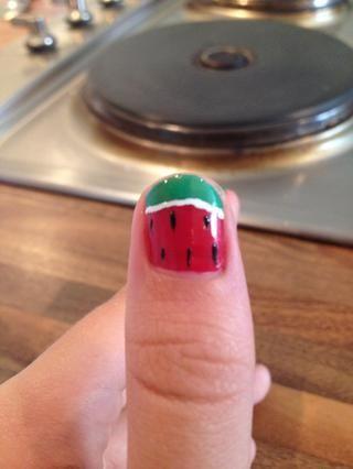 Añadir unas puntos negros para las semillas. Sus uñas lindo sandía son listo !!