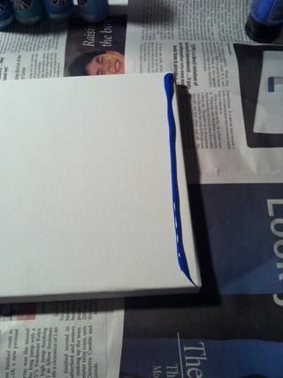 Squirt su primer color en el lienzo. Ninguna medida sólo una línea de ancho.
