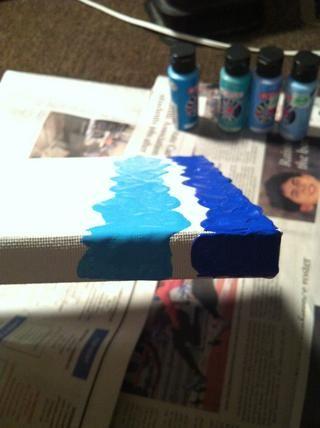 Asegúrese de pintar los lados, ya que será colgado esta belleza!