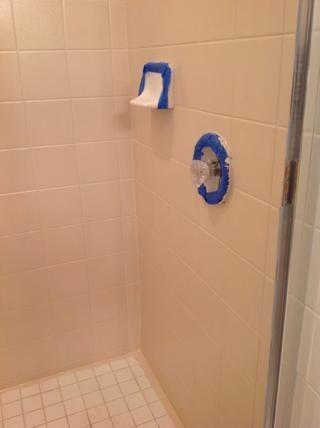 He utilizado una hoja de afeitar para quitar la cinta de pintores después estaba seco.