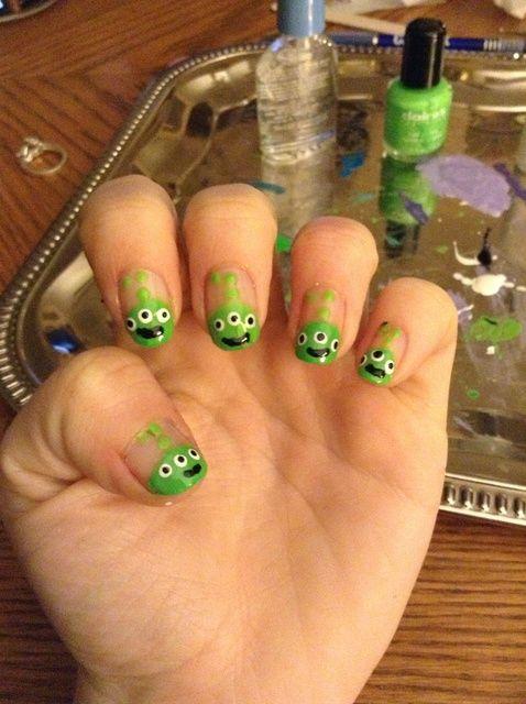 Fotografía - Cómo pintar las uñas con Aliens verde de Toy Story