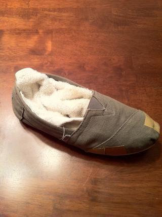 Cosas de las toallas en el zapato para agregar forma y la estabilidad al trabajar con ella.