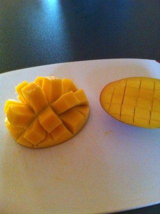 Haga lo mismo con el otro pedazo de mango.