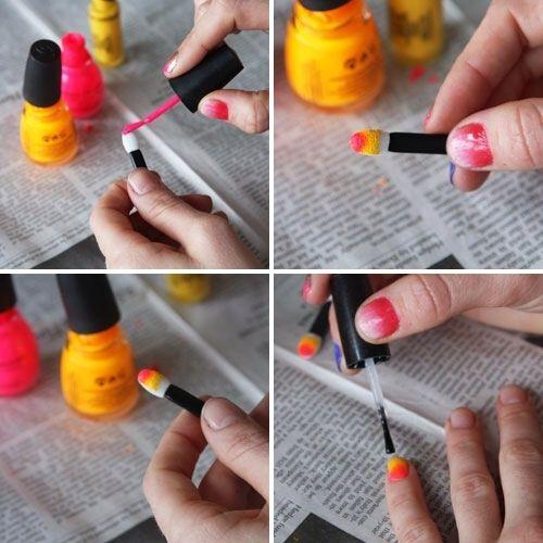 Pinte tres colores en franjas (mejor utilizar colores que sean similares para crear un gradiente) y el sello de la brocha sobre su clavo. Top con capa transparente.