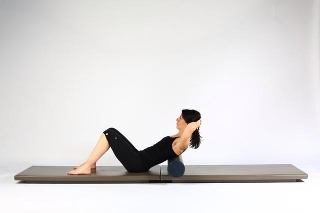 Volver MobilityLean en el rodillo y la posición de la parte superior o medio de los omóplatos en el rodillo. La espalda baja es neutral (no presionado en colchoneta)