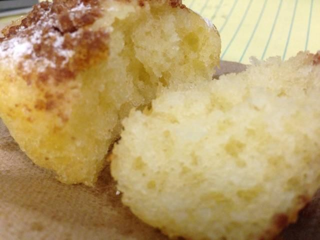 Trate de llevar a cabo los elementos de la comida. Por ejemplo, la suavidad de un pan, por sus poros. Crujiente de un samosa, por las escamas y las capas. Y aquí, me rompí el panecillo para mostrar lo suave y esponjosa es