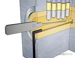 Un bloqueo consta de pasadores que impiden que gire. Cuando se introduce una clave, las ranuras de la llave empujarán los pines hacia arriba. Cuando todos los pines son empujados hacia arriba, el bloqueo puede convertir