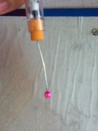 Coloque el pasador de goma trasera de lápiz