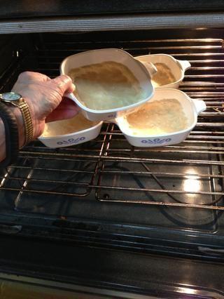 Hornea 13-15 minutos a 350 °. Usted puede hacer de inmediato el relleno para hornear justo después .... O fresco y no llenar más tarde.