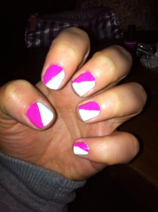 Una vez que tú're done, your nails should look like this. It doesn't matter if the lines are not that straight, cause we'll cover them later with the silver glitter nail polish.