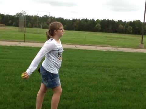 Paso 4 Apunta su cuerpo a donde usted está lanzando. A continuación, seguir practicando y pronto será capaz de lanzar.