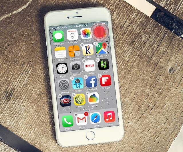 Mantenga el dedo hacia abajo en cualquier icono de la aplicación hasta que todos empiezan a''wiggle''