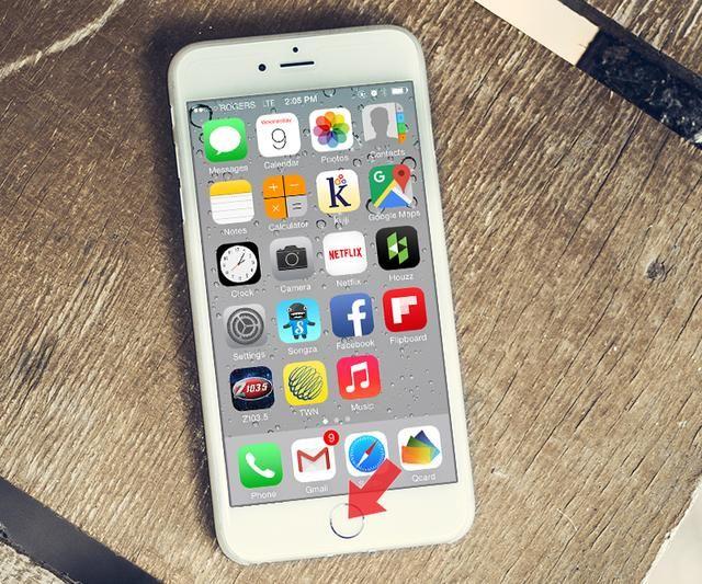 Pulse el botón de Apple Inicio una vez para detener la''wiggling'' and now you have Qcard on your dock.