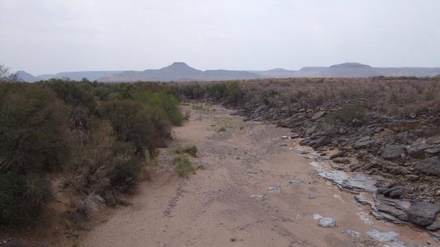 ... y la diversión en la conducción a través de lechos de ríos secos!